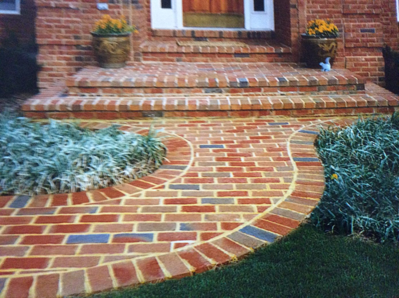 creative brick color selection with curved entrance and front stoop