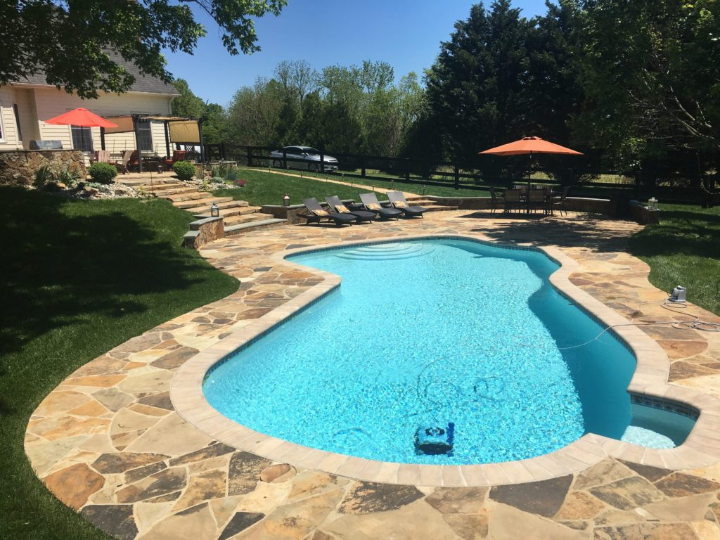 Flagstone border around pool by Capital Masonry